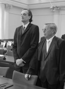 Angeklagter und Anwalt: Nonnenmacher und Wagner im Gerichtssaal