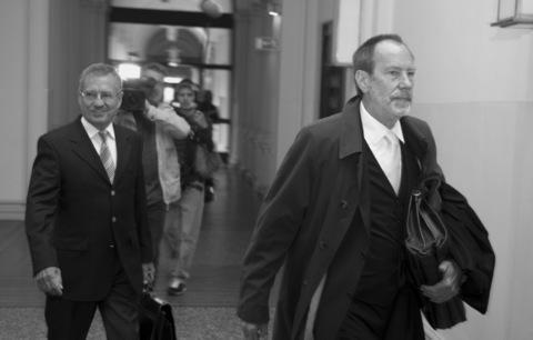 Hartmut Strauß (l.) mit seinem Verteidiger Reinhard Daum