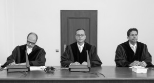 Richter Marc Tully mit seinem Team.